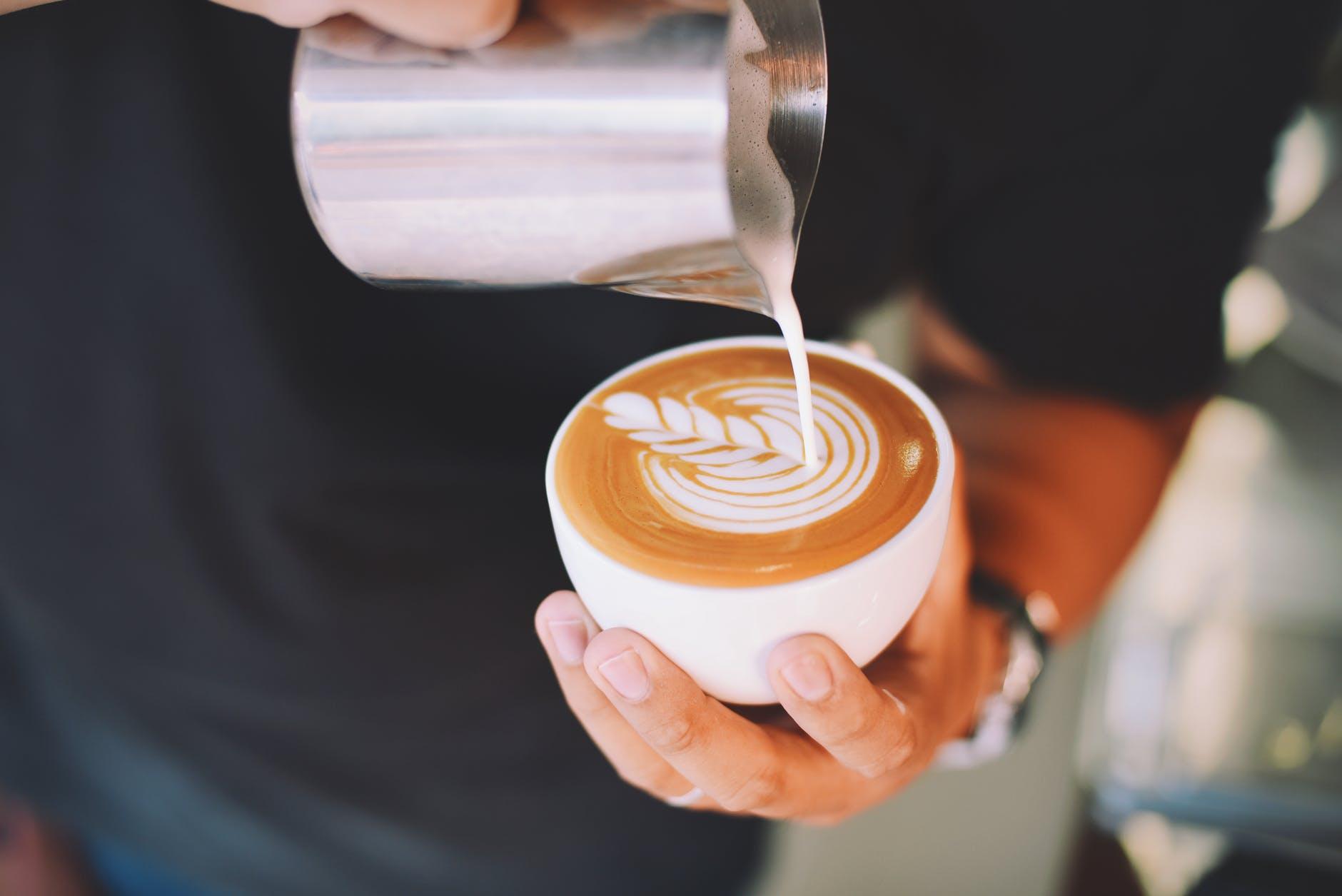 Ce se întâmplă dacă bei prea multă cafea. Este mai rău decât îți imaginezi!