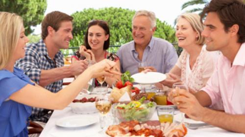 """Sfat nutriționist! """"Mâncați împreună cu copiii voștri, vorbiți cu ei, încercați să-i cunoașteți"""""""