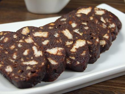 Rețetă dulce de post! Salam de biscuiți, economic și practic
