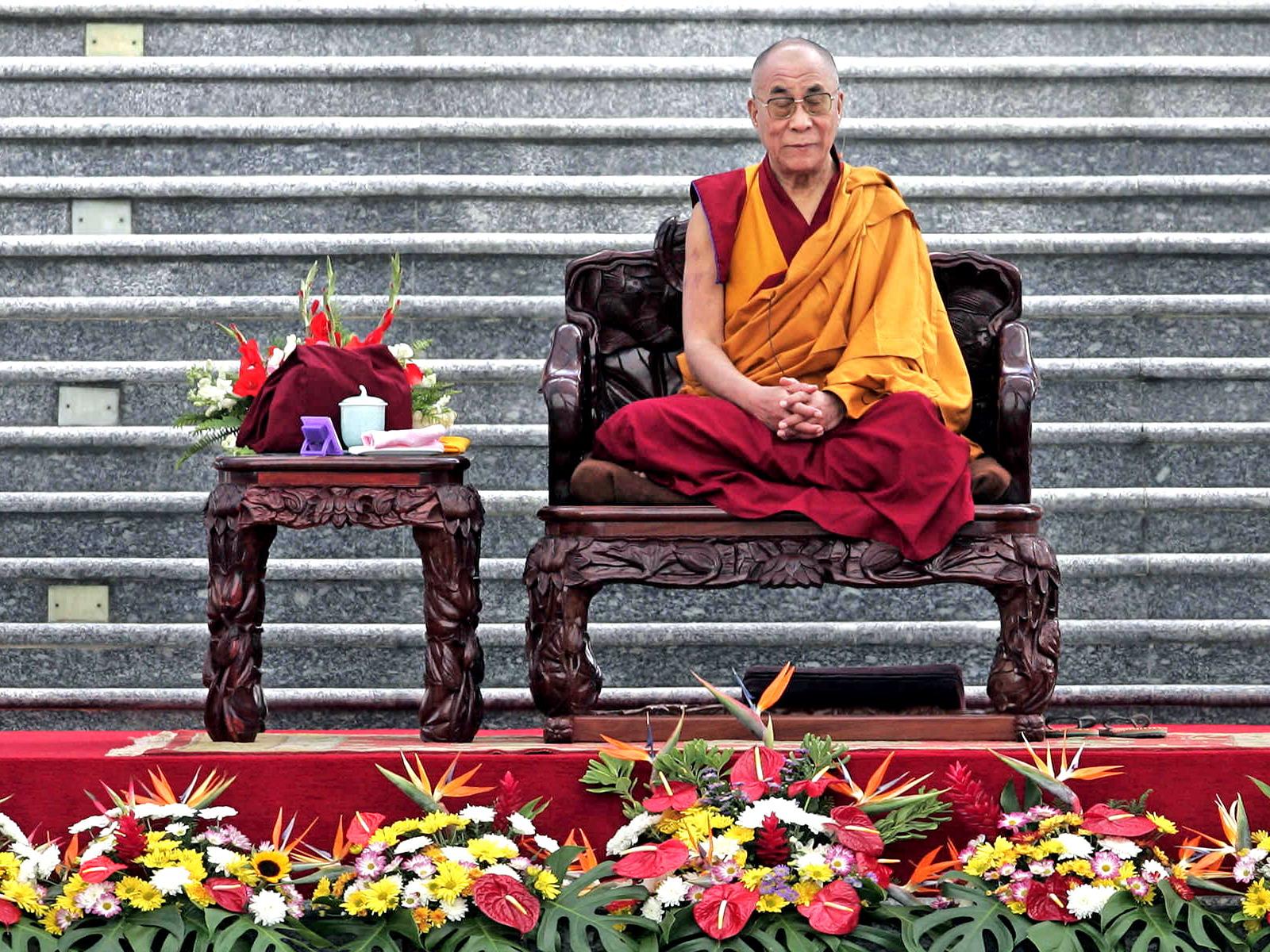 Dalai Lama, mesaj pentru regina Elisabeta! Ce i-a transmis după moartea prințului Philip