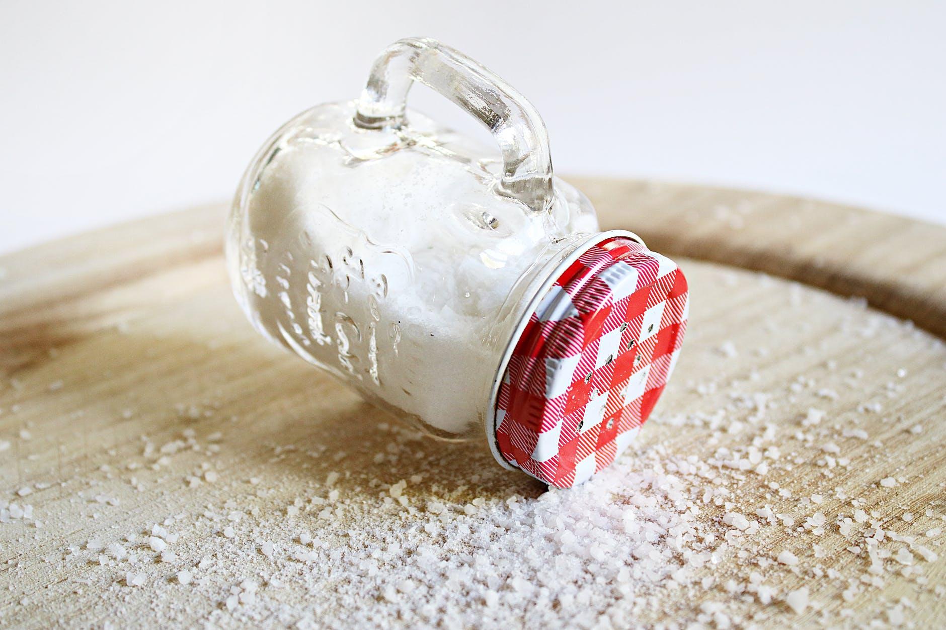 Ce se întâmplă dacă mănânci prea multă sare! Explicațiile nutriționistului