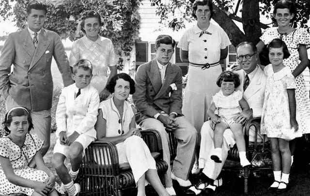 Blestemul familiei Kennedy. Putere, mister și moarte