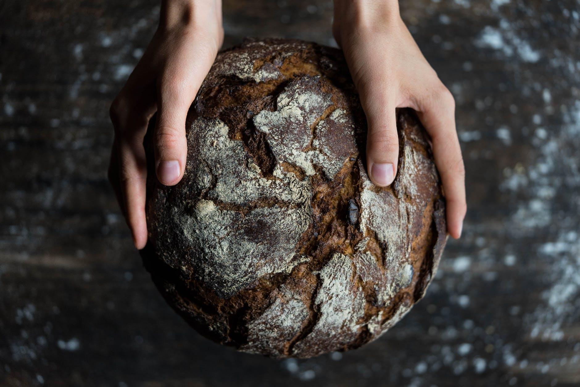 A apărut pâinea din făină de greier. Cât costă și câte insecte se pun într-o franzelă