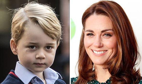 Micul prinț George e supărat! Mama sa, Ducesa de Cambridge, l-a dat de gol