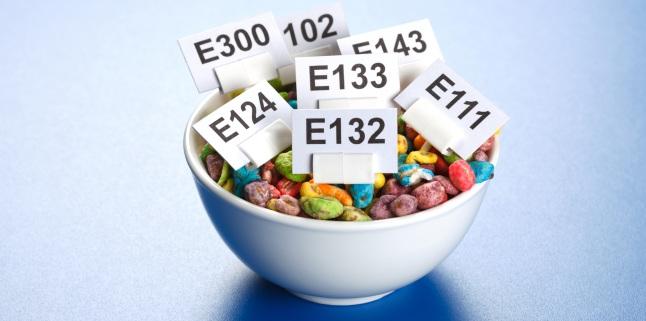 Atenție la etichetă! 11 ingrediente periculoase le care le consumi chiar acum
