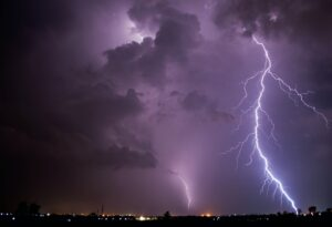 Furtuna a făcut ravagii! Pagube uriașe în mai multe gospodării din acest JUDEȚ
