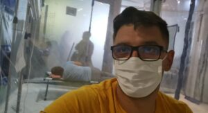 """Mărturisiri cutremurătoare de pe patul de spital. Tânăr infectat cu COVID-19. """"Nu o să-ți vorbesc despre cât de tare mă durea totul"""""""