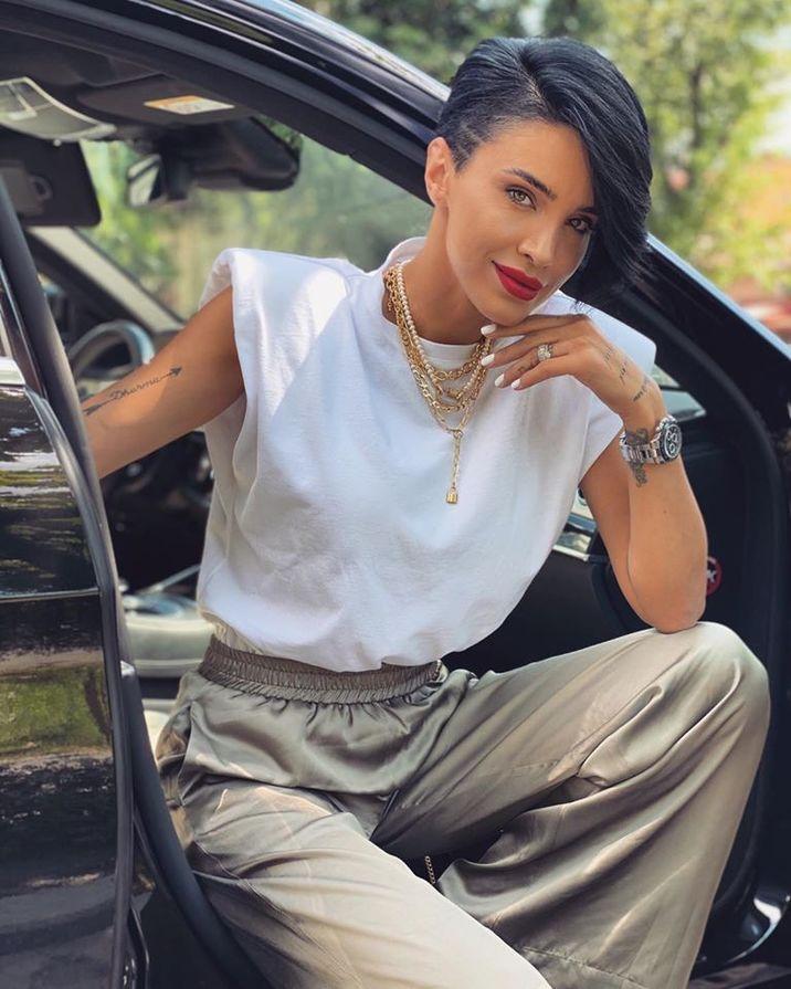 Adelina Pestrițu, cum este și cum ar vrea să fie. Cum arată în poza de buletin?