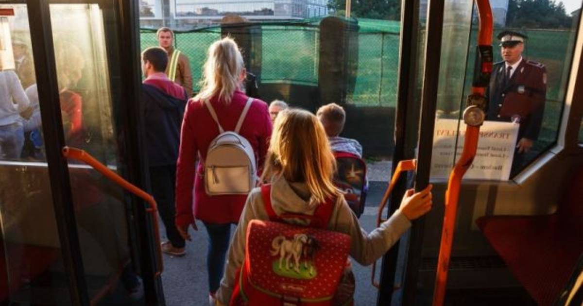 Elevii din învățământul privat, gratuitate pentru serviciile publice de transport