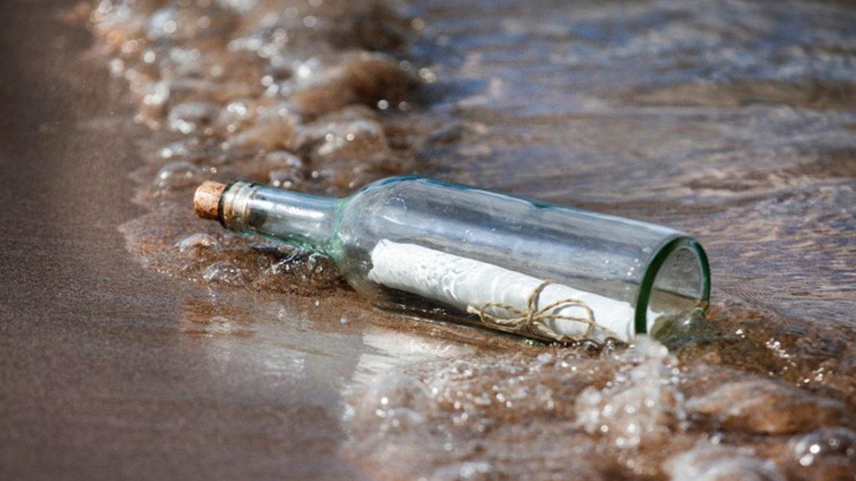 Mesajul misterios din sticla de pe plajă. Irlandezii au rămas șocați. Au avut nevoie de un translator român