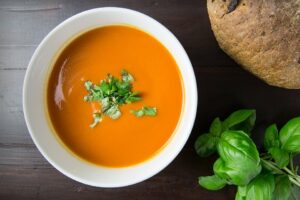 Reteta simpla si rapida! Astazi, supa crema de morcovi. Este aromata si delicioasa!