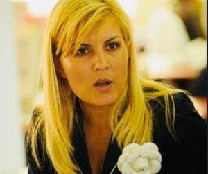 """Elena Udrea spune totul despre """"băieții deștepți"""". """"Vorbim totusi de aproape 4 milioane de euro!!!!!"""""""