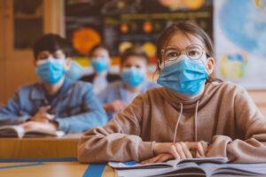 Sfaturi esențiale de la un medic infecționist la începerea școlii