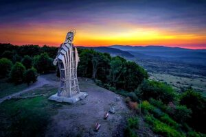 Știați că în România există cea mai înaltă statuie a lui Iisus din Europa? Află unde!