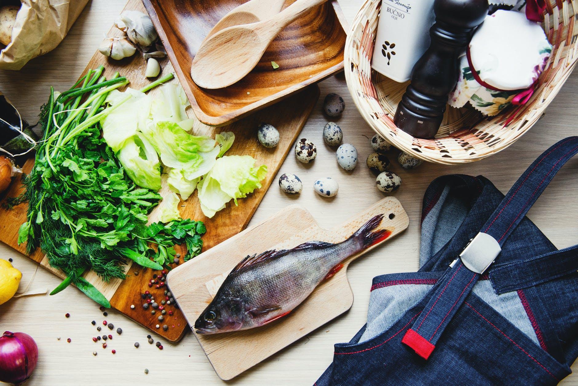 Pastrav la cuptor cu sos de verdeata. O reteta gustoasa si hranitoare, GATA in 30 de minute
