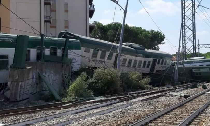 Accident în italia. Tren de navetiști folosit de români deraiat. Mecanicii trenului au greșit
