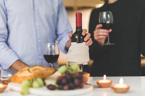 Bautura care poate aprinde scantei in asternuturi! Vinul este doar o amintire
