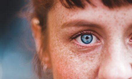 Ai ochii albaștri? Te poți considera o persoană specială. Descoperirea cercetătorilor te va lăsa mască!