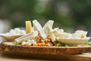 Adevărul despre brânză. Nutriționist: E campioană când vine vorba de slăbit!