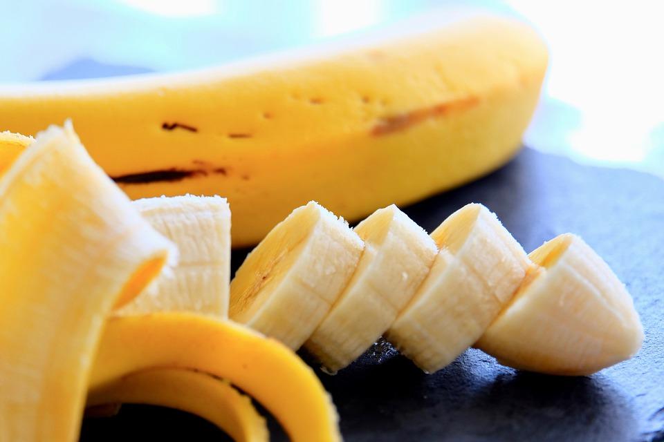 Ce banane cumperi: Verzi, galbene sau cu pete maronii? Culoarea este un indiciu important pentru organism