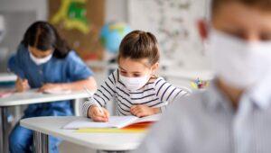 Ministerul Educației se află sub presiune: Doar o mică parte dintre cadrele didactice sunt...