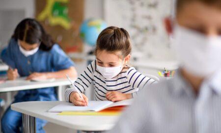 """EMOȚIONANT! Ce scriu copiii în compunerile despre TOAMNĂ de la școală. """"Toamna aceasta a fost o toamnă diferită. A existat și încă există Coronavirus. Dacă ar dispărea, lumea ar fi mai liniștită"""""""