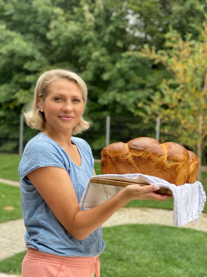 """Îți lasă gura apă! Mirela Vaida, secretul siluetei sale. """"Sarmale, ciorbă de fasole cu afumătură, salată de vinete și pâine de casă"""""""