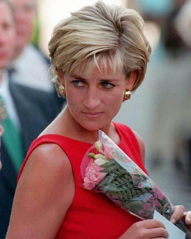 """Iubirea obsesivă a Prințesei Diana. """"Obişnuia să umble aiurea pe holurile palatului..."""" Despre cine este vorba?"""