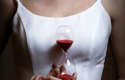 Cele mai frecvente simptome ale menopauzei. Pot fi confundate cu procesul de îmbătrânire!
