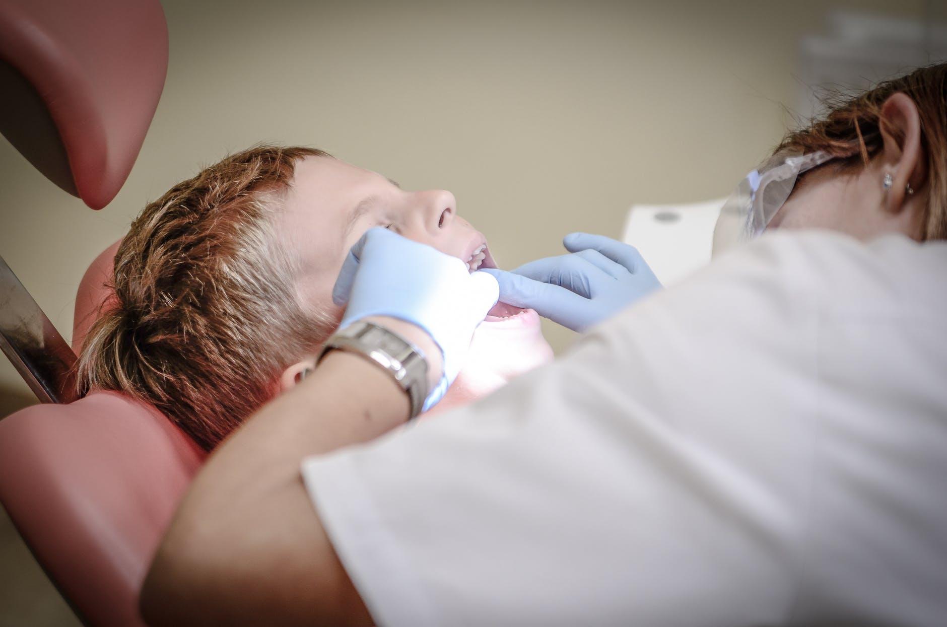 Stomatologul trage semnalul de alarma! Mare atentie la dinti: Este important ca parintii sa sesizeze...