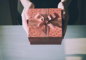Șapte cadouri pe care NU trebuie să le primiți. Lidia Fecioru: Aduc ghinion şi boli!