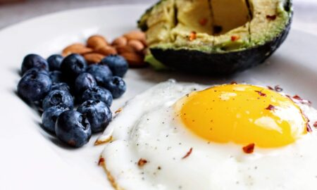 Cum să faci ouă ochiuri perfecte. Acesta este trucul secret al bucătarilor din restaurante!