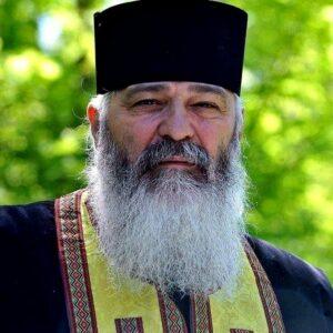 """Părintele Calistrat nu poate să meargă la Sfânta Parascheva. """"Covid stă în buzunar la tine, sare în autobuz și-i mușcă pe trei, patru și i-a contaminat"""""""