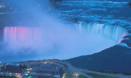 Ziua Națională a României sărbătorită și în America! Cascada Niagara luminată în culorile drapelului românesc