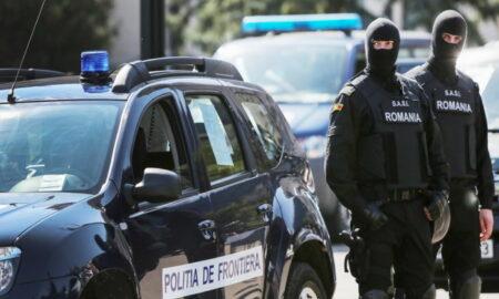 """Ce au descoperit autoritățile într-un camion, la Nădlac: """" Erau ascunși printre sacii cu semințe de floare soarelui"""""""