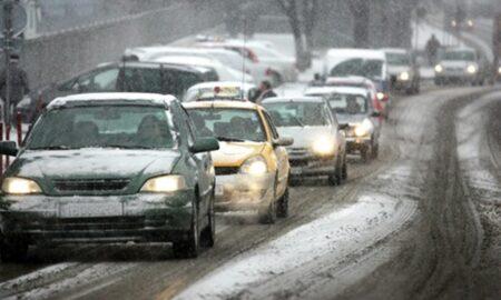 Șoselele din România riscă să rămână înzăpezite în această iarnă. Drumarii nu și-au primit majorările de salarii promise!