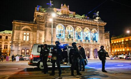 O a patra victimă a atacului terorist de la Viena a murit. Populația este rugată să rămână în case