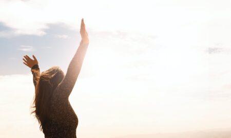 Mantră puternică pentru axietate. Cum se practică și ce efecte miraculoase are pentru respirație