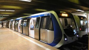 Alertă la metrou. O persoană s-a aruncat în fața trenului. Circulația este blocată