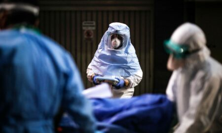 Situație înfiorătoare la morga Spitalului Municipal din Caransebeș. Conducerea unității medicale a obținut un camion frigorific