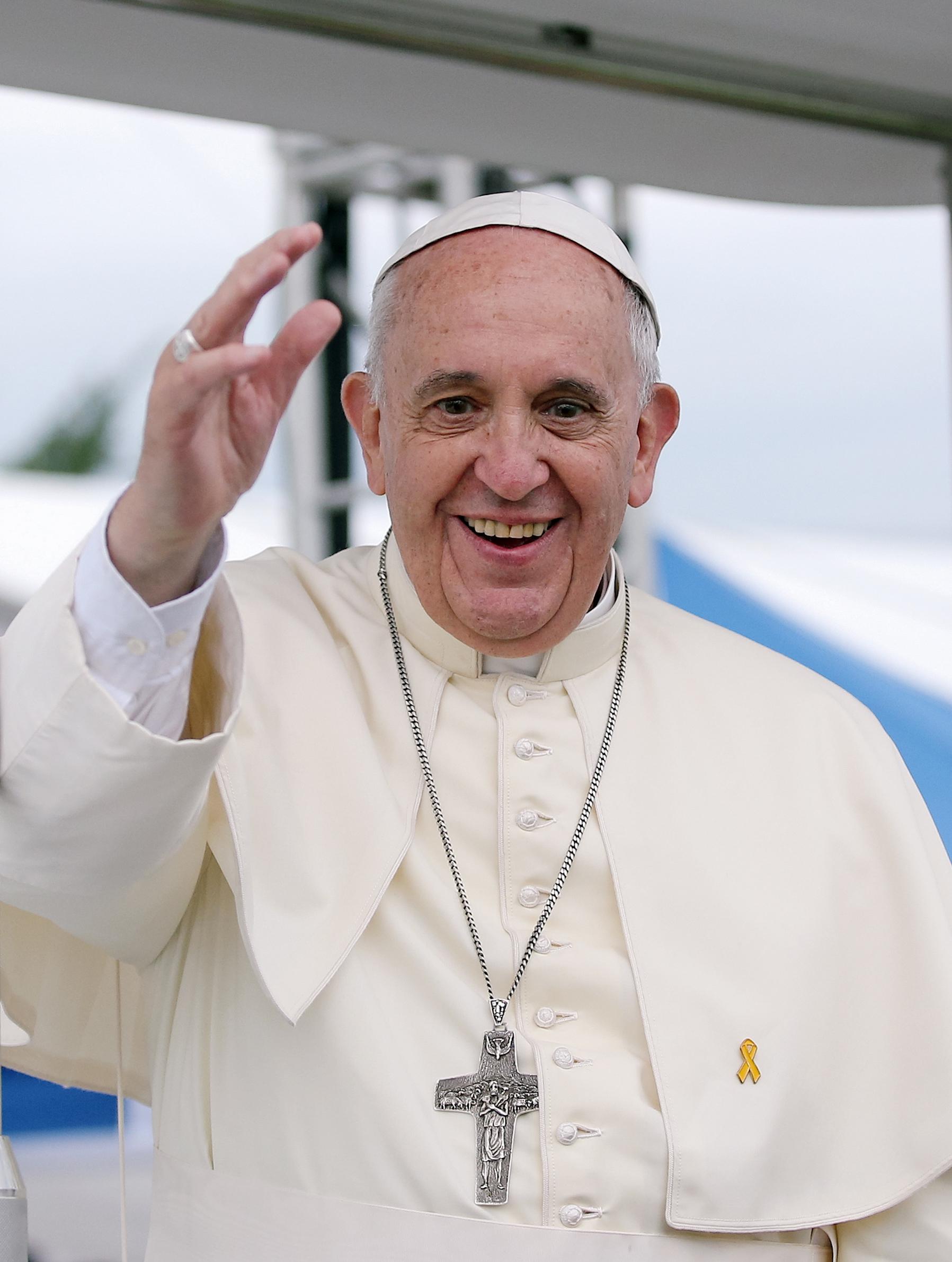 """Papa Francisc a fost vaccinat anti-covid! """"Toată lumea ar trebui să ia vaccinul! Trebuie să facem asta!"""""""