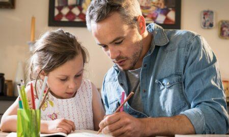 Legea în favoarea părinților a fost adoptată. Ce beneficii va acorda Camera Deputaților pentru părinți