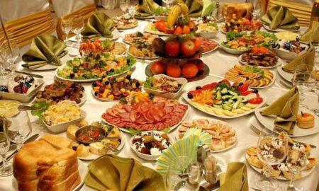 Masa festivă din noaptea de Anul Nou. Ce trebuie să mănânci ca să ai noroc și bunăstare în 2021