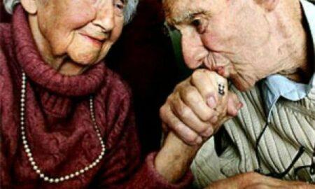"""COVID-ul lovește grav pensionarii. """"Va pune în pericol pensia"""". Avertismentul OECD"""