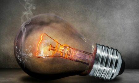 Se scumpește curentul electric! Cu cât se vor majora facturile de la 1 ianuarie 2021