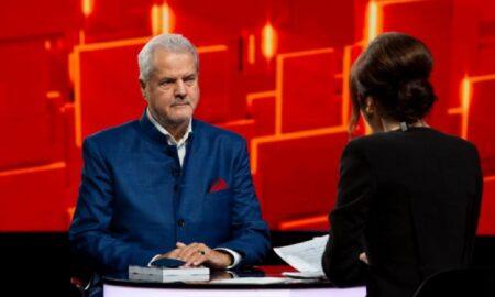 Năstase nu a renunțat ușor la fotoliul de premier al Romaniei. A fost forțat să o facă