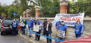 Protest la uşa Ministerului Muncii! Protestatarii cer creșteri salariale