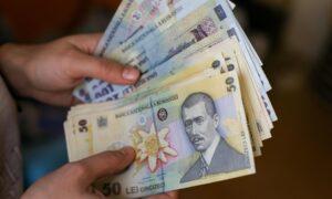 Veste bună pentru angajații români. Ce se întâmplă cu salariul minim pe economie