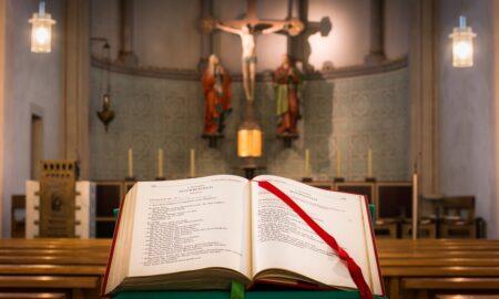 """Ritual vechi cu vrăjitorie și ghicit. Este păcat să mergi la preoți care """"deschid cartea""""?"""