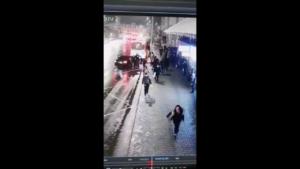 VIDEO Șocant! Fată răpită în plină stradă. Care a fost reacția trecătorilor